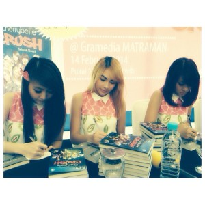 ryn chibi at signing crush