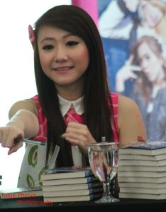 ryn chibi at signing novel crush (5)