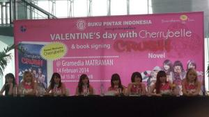 ryn chibi signing book Novel CRUSH 140214 (1)