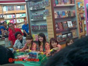 ryn chibi signing crush smg 230214 (18)