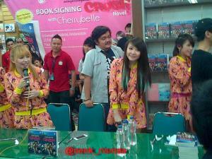 ryn chibi signing crush smg 230214 (19)