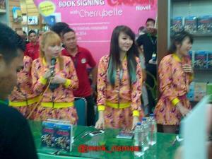 ryn chibi signing crush smg 230214 (20)