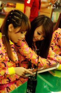 ryn chibi signing crush smg 230214 (4)