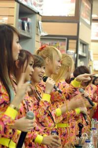 ryn chibi signing crush smg 230214 (9)