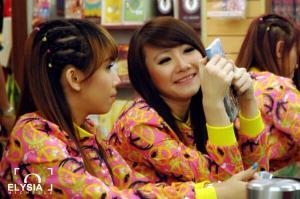 ryn chibi signing crush smg 230214
