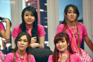 ryn chibi at On The Show 130914 (1)