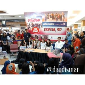 ryn chibi at signing bikin film yuk - 250415 (4)