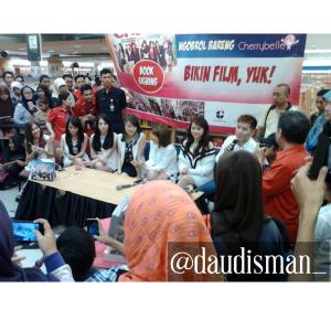 ryn chibi at signing bikin film yuk - 250415 (7)